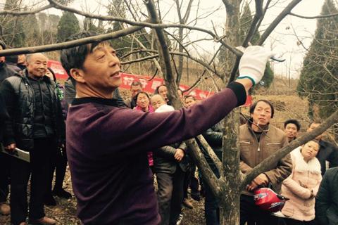 商洛学院教师赴镇安县开展精准扶贫工作。