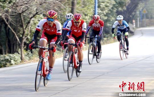 图为第二届中国・环秦岭自行车联赛总决赛(西安站)比赛现场。 张一辰 摄