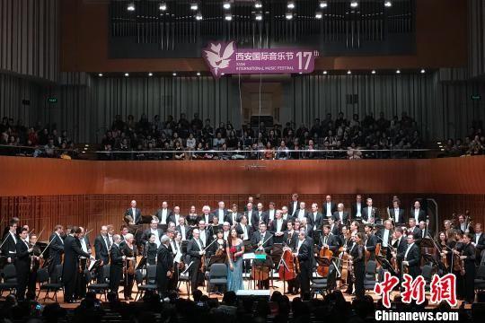 图为柏林爱乐乐团演出现场。 张一辰 摄