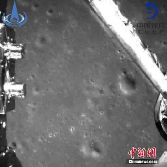 图片为嫦娥四号探测器动力下降过程降落相机拍摄的图像。中国国家航天局/供图
