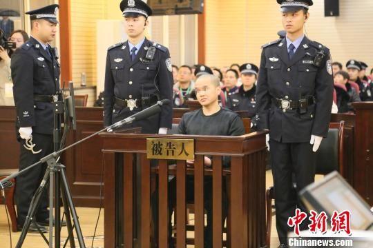 图为被告人在庭审现场。陕西法院