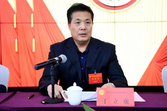 陕西省总工会党组成员、副主席丁立虎致辞。