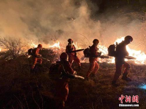资料图:3月30日内蒙古锡林郭勒盟森林消防支队驰援山西省沁源县森林火灾现场。内蒙古锡林郭勒盟森林消防支队供图