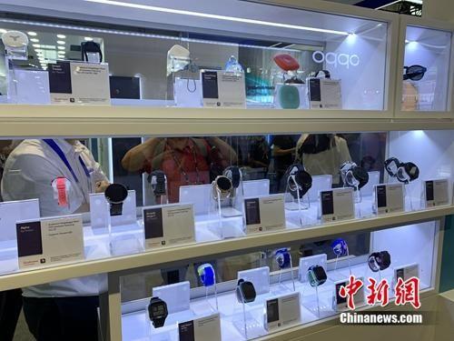 5G终端产品展示。中新网 吴涛 摄