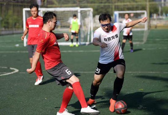 图为驻陕央媒队对阵健康陕西网队。