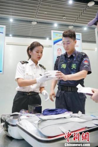 10月1日至7日,西安空港口岸进出境旅客5.41万人次。供图