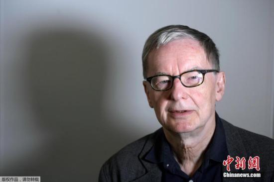 资料图:2018年5月4日,瑞典学院代理常任秘书长Anders Olsson宣布,推迟颁发2018年诺贝尔文学奖。