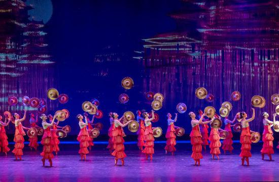 杂技芭蕾剧《天鹅湖》。