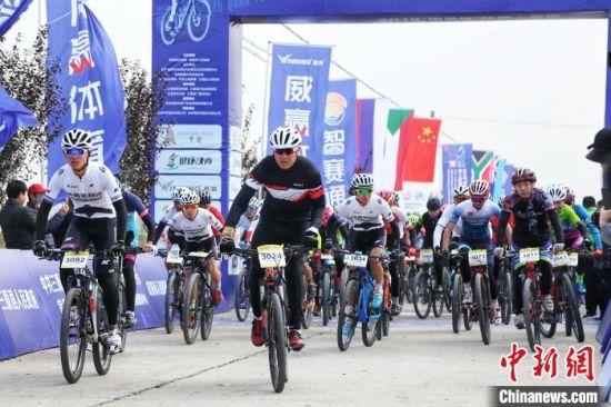 2019陕西?三原第二届国际自行车邀请赛11月16日在咸阳市三原县鸣枪开赛。陕西省体育局