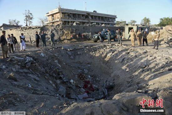 阿富汗首都爆炸致至少90人死亡 地面留7米深坑