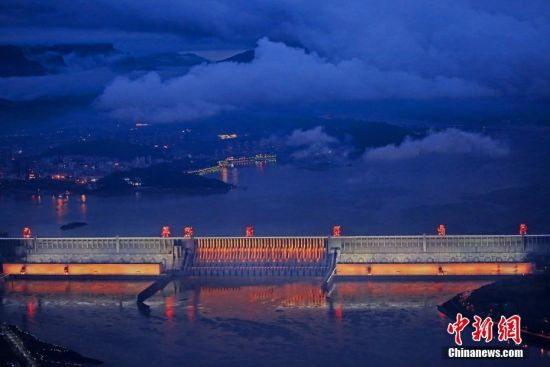 """三峡大坝首次整体""""点亮"""""""