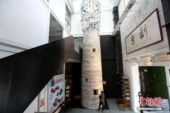 """14吨书本搭建11米高""""书塔""""亮相西安"""
