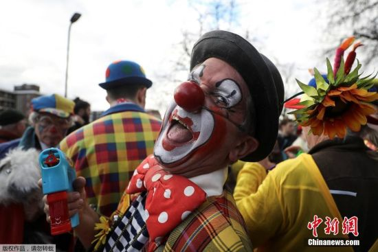 """英国伦敦小丑欢聚一堂 纪念""""小丑之父"""""""