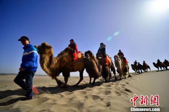 甘肃敦煌清明小长假迎今年首个旅游高峰