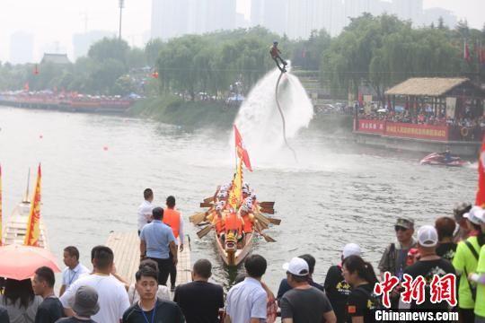 西安汉城湖第六届龙舟节开赛