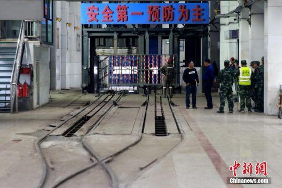 山东一煤矿发生冲击地压事故 仍有18人被困