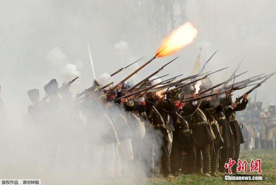 德国纪念莱比锡会战205周年 重演战时场景