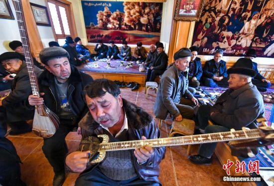 """新疆喀什""""百年老茶馆""""成网红打卡地"""
