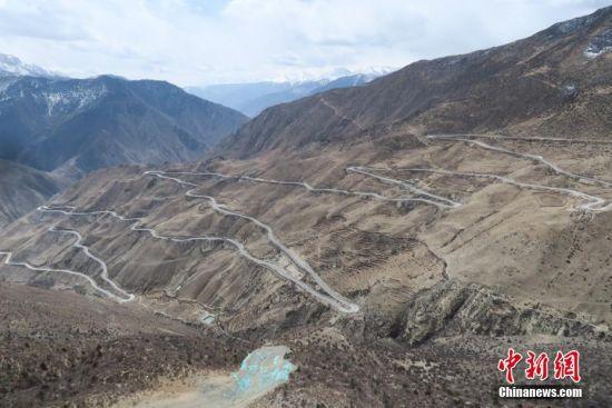 """川藏公路的著名险途——""""怒江72道拐"""""""