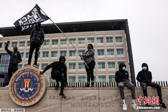 美明州非裔遭警察枪击身亡 当地连续爆发抗议活动