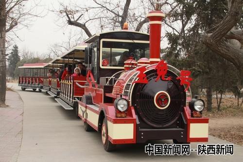 """西安秦岭野生动物园里的小火车也命名为"""""""