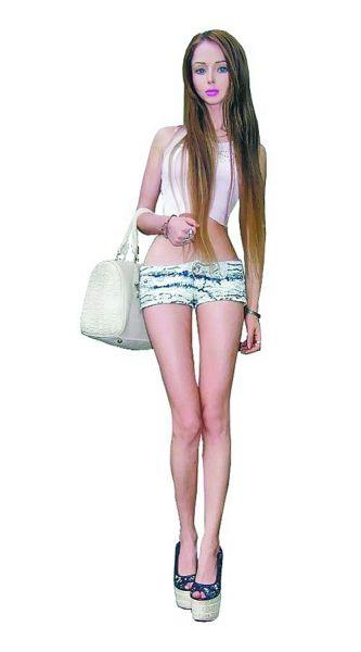 一名21岁的乌克兰模特因拥有一头金发