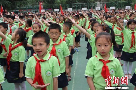 """陕千余少年儿童庆六一 童心共筑""""中国梦"""""""